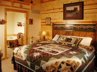 Branson cabin photo - Each bedroom has a full private bathroom attached.