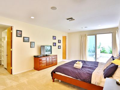 Large Master Bedroom w/ Cal King Bed
