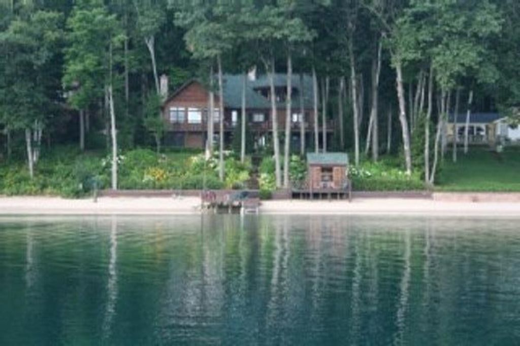 Big twin lake lakefront lodge vrbo for Twin lakes fishing report