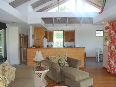 Kailua Kona house rental - Living room to kitchen view