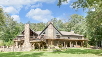 Luxury Riverfront Toccoa Lodge - Sleeps 24+, Home Theatre, Great Views, and More