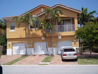 Beautiful Villa Rosa townhouse with own garage and by the pool