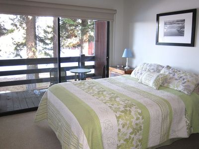 Guest bedroom with queen bed and access to lake facing balcony