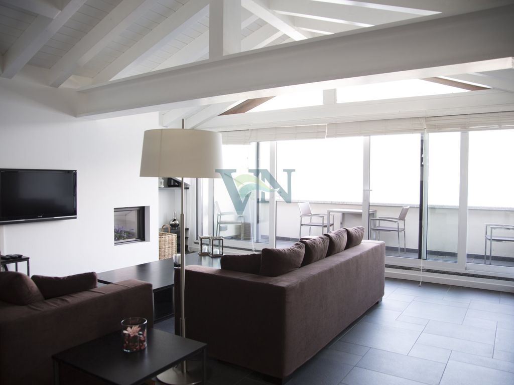 Air-conditioned accommodation, 300 square meters, close to the beach