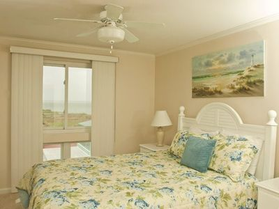Master Bedroom comes with Queen bed and Bay Views