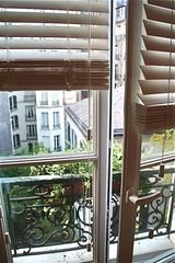 Neuilly-sur-Seine apartment photo - View on the courtyard from the living room. Fenêtre sur cour.