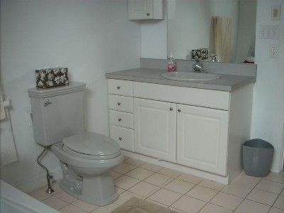 Bathroom over garage with 6' jetted tub/shower