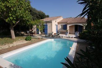 Holiday house with swimming pool in Roquemaure