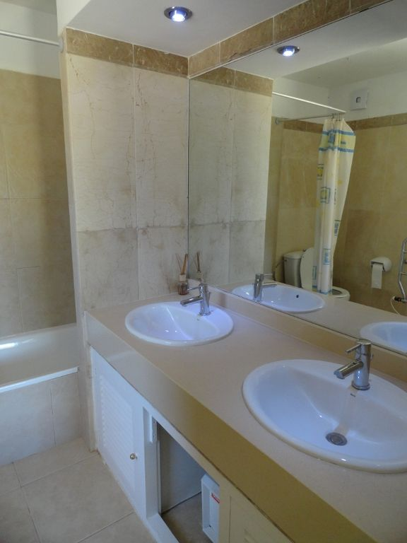 ensuite bathroom, bath and overhead shower, toilet and double sinks