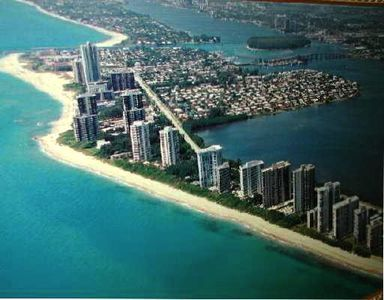 Singer island has gorgeous tropical white sand beaches and tourquois water.