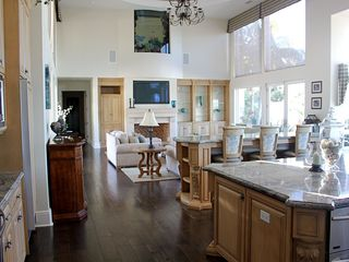 Rancho Santa Fe estate photo - Kitchen to Family Room with Aquarium. Island, Bar, Flat screen, dvd, wi-fi, etc.
