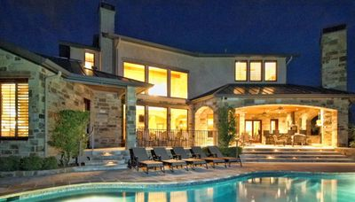 Beautiful Kahala Sunset Lodge, an Estate Home on Lake Travis in Austin, Texas!