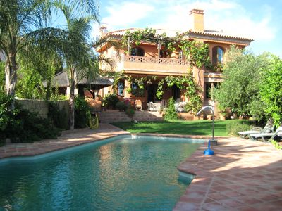 CHALET 6 HAB. WITH PRIVATE POOL, JACUZZI AND SEA VIEWS IN MARBELLA