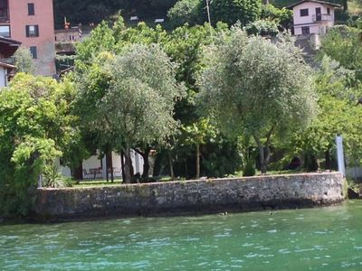 Iseo: villa with park directly on the lake