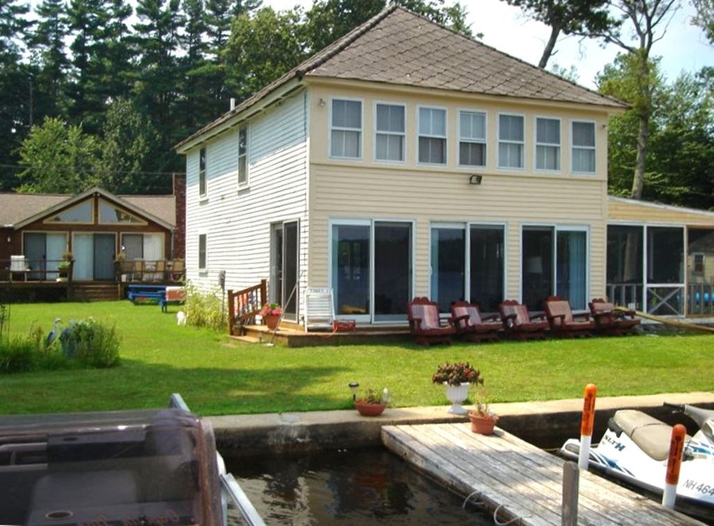 Waterfront - 'Nirvana' - Seasonal cottage June - Sep.   Family friendly.