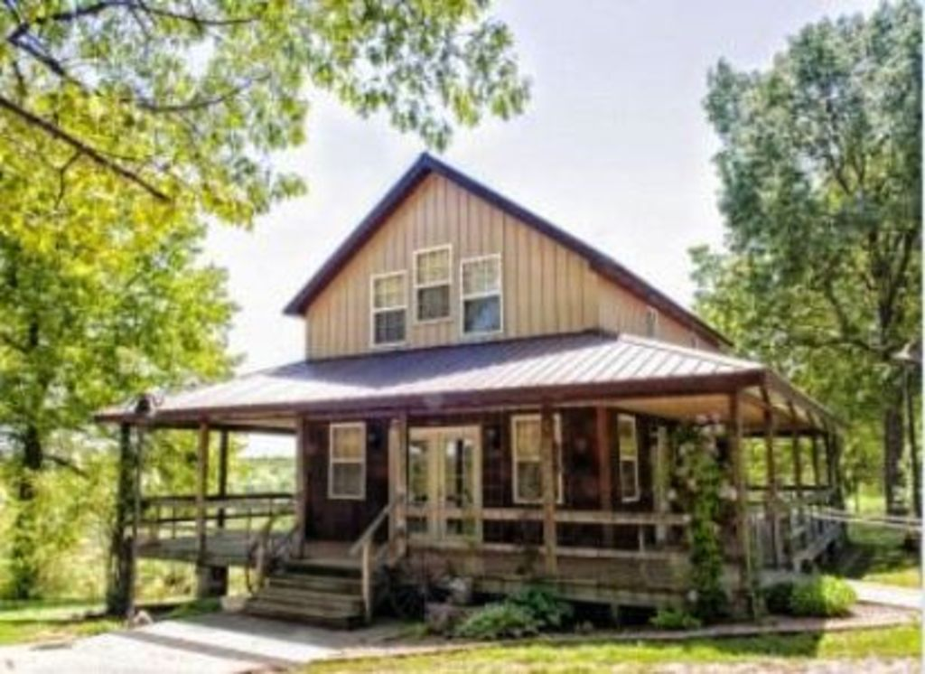 Charmingly Country, Quiet, with POOL, yet 30 Minutes from Lake Area