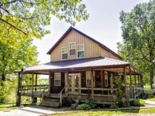 Macks Creek cabin rental - The Lodge