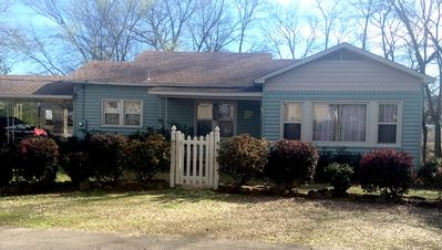 """Charming Cottage in Paris, AR .... Convenient """"In Town"""" location!"""