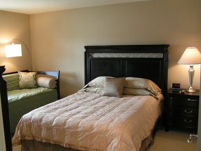 Traverse City condo rental - 2nd Bedroom with Queen bed and twin daybed