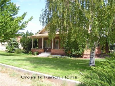 Cross R Ranch Home on 9 tenths Ac.