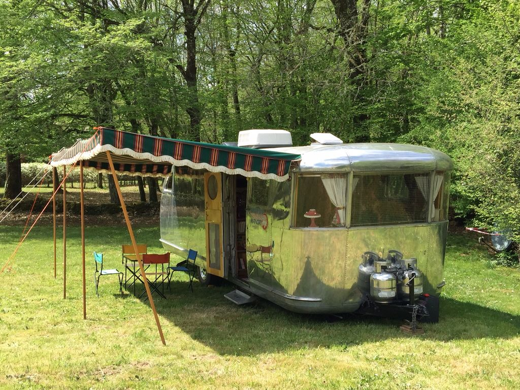 2 caravanes vintage airstream avec piscine 2 personnes par caravane dordogne homelidays. Black Bedroom Furniture Sets. Home Design Ideas