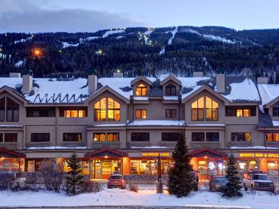 Gateway Mountain Lodge (very popular ski area building with lots of activities)