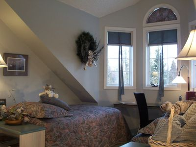 Anchorage house rental - Twin Bedroom of Chugach View Suite--Flat Top Mountain perches in view!