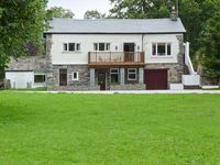 LINGMELL, pet friendly, with a garden in Coniston Water, Ref 28716