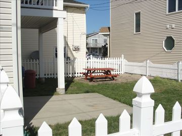 Rear Yard (Vinyl Fence)