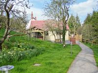 ORCHARD COTTAGE, pet friendly, with hot tub in Washford, Ref 13806