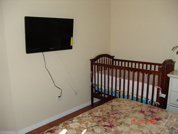 The 2nd bedroom with 32' TV