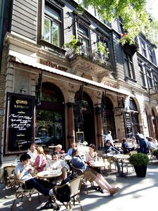 Budapest apartment rental - Cafes on Budapest's streets walking distance
