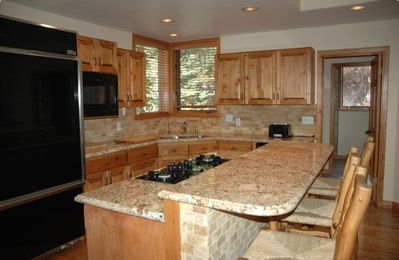 Fully equiped kitchen with all appliances including double oven and gas cooktop