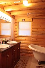 Lake Arrowhead cabin photo - Master Bathroom