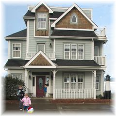 Lincoln City house photo - Your whole family (or group) will be charmed by this large cozy oceanfront home.