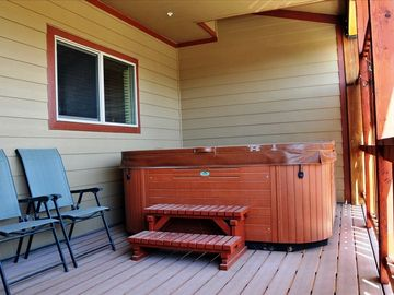 Private Hot Tub (on covered patio)