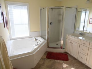 Belmont Towers Ocean City townhome photo - Master bath w/ jetted tub, double vanity and large shower