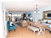 Gulf Front, 2 master suites, just refurnished, clean & comfortable sleeps 7!!