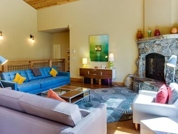 Tahoe Donner house rental - Spacious and light-filled Great Room is perfect for family socializing