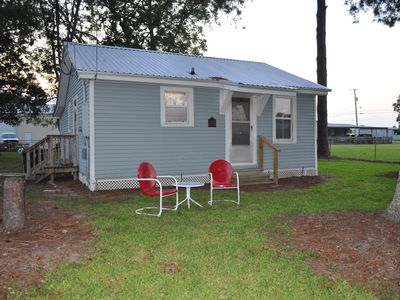 Cozy 2 bedroom offering privacy and convenience located in the HUB of Scott, LA