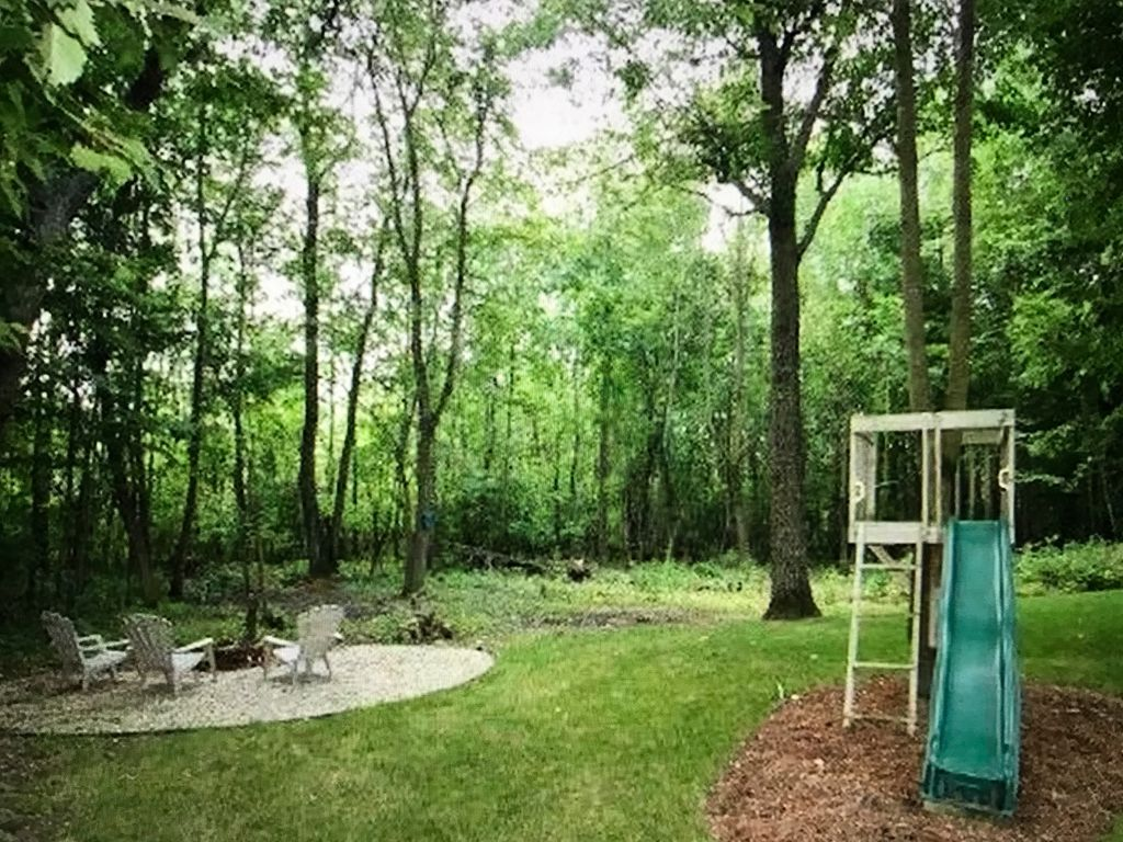 large 4 bedroom home with wooded backyard 20 minutes from erin