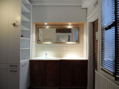Apt LISLE - Ile St. Louis – The bathroom is wide & offers a sink and a shower.