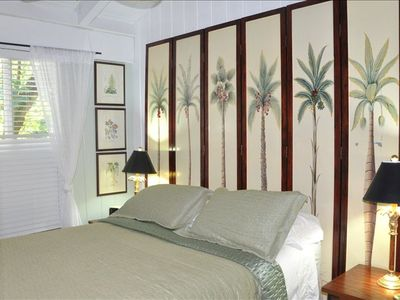 Queen bed with high-quality linens, air conditioning. closet with security safe
