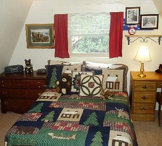 ~Upstairs Loft bedroom: Two Queen beds ~ *Quality Linens* Provide Quality Rest*