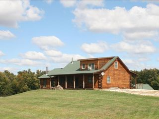 Wonderful Oak Log Home On The Mississippi R Vrbo