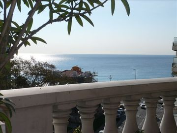 Central Nice apartment rental - Sunrise from the terrace, terrific sea view ! Beach at 50 meters !