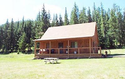 Hill City cabin rental - Lone Spruce Ranch