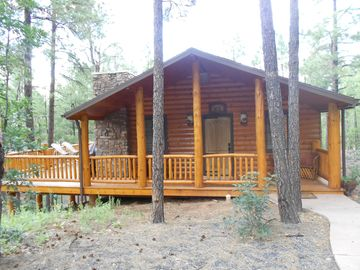 Show Low cabin rental - Front View.