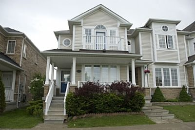 Townhouse, Steps From Shores Of Great Lakes