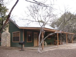 Concan cabin photo - Frio Verde Cabin: Sleeps 12, on 1 acre lot